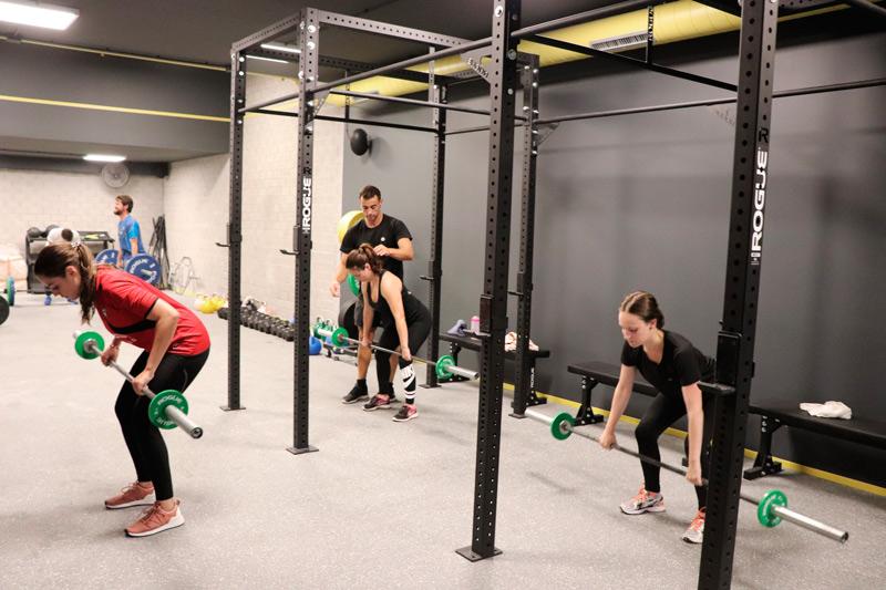Entrenamiento en grupo para motivarte con plan flexible   Summit Fitness Club